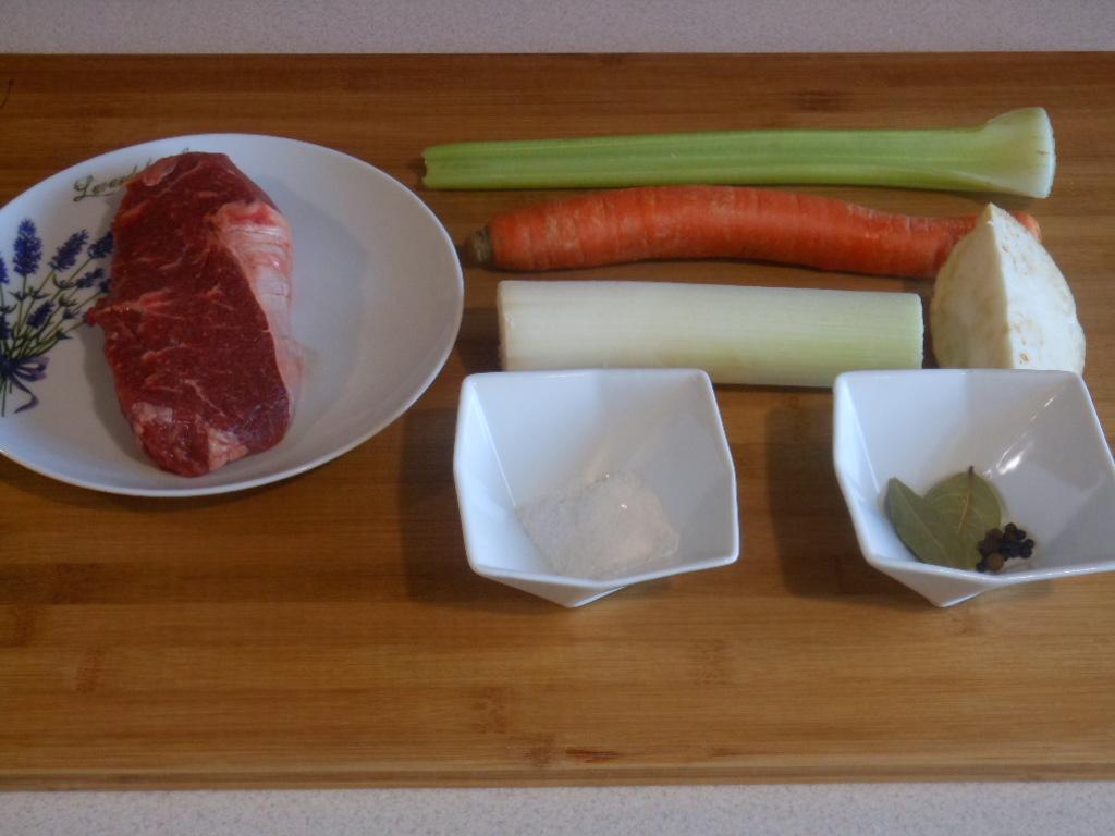 Składniki na bulion mięsno-warzywny