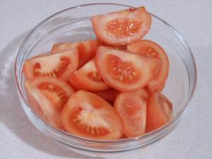 Jak obierać pomidory