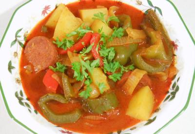 Potrawka warzywna z salami