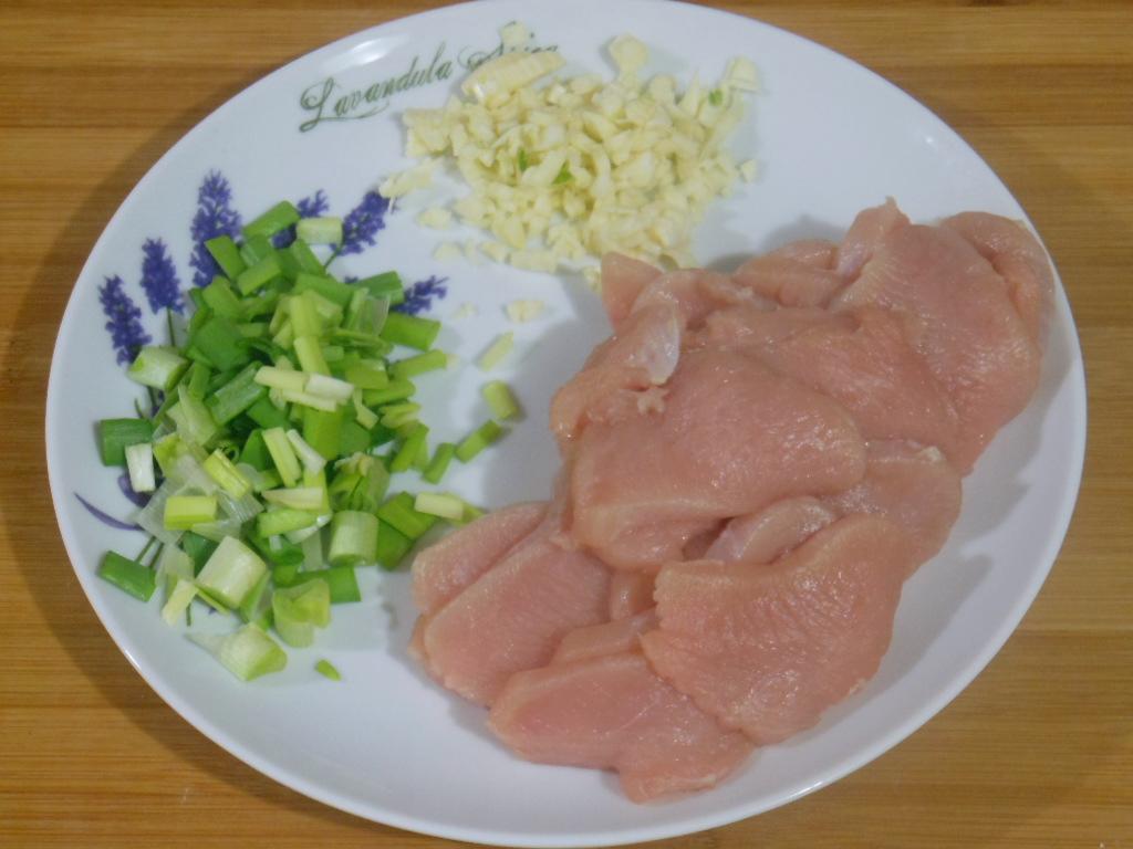 Pokrojone mięso i warzywa