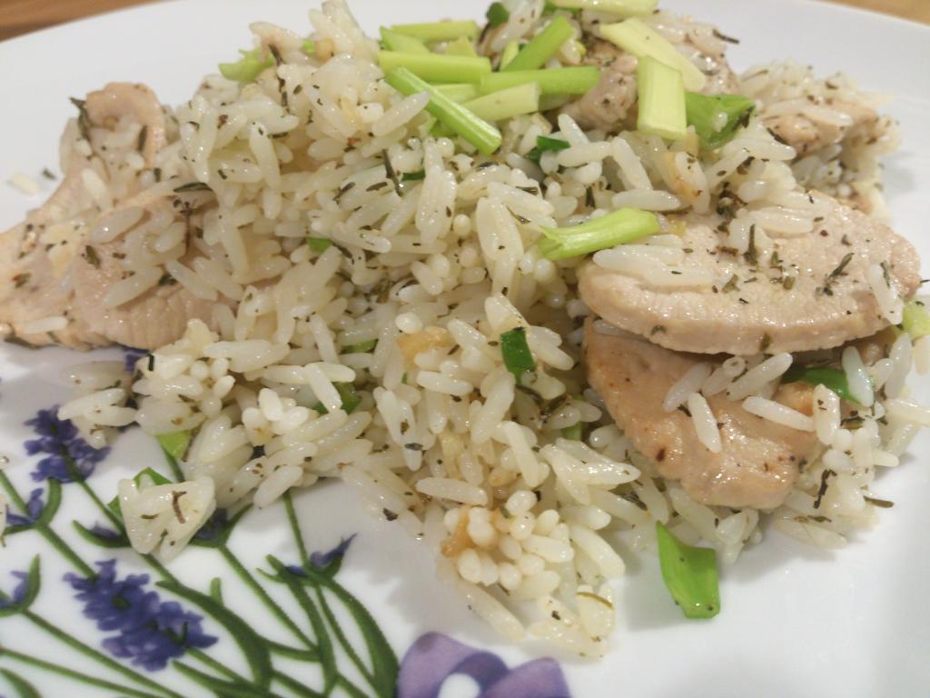 Smażony indyk z ryżem - zbliżenie