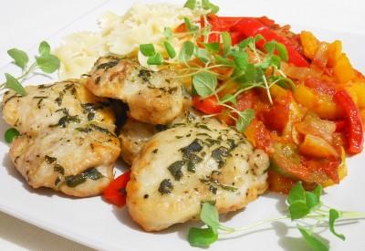 Udka z kurczaka a la peperonata