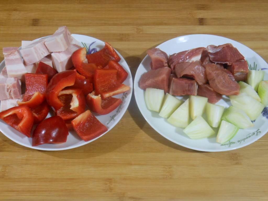 Pokrojone warzywa i mięso