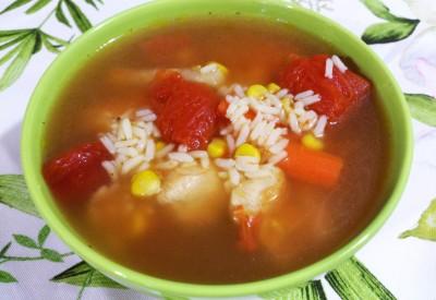 Pikantna zupa ryżowo-warzywna z kurczakiem