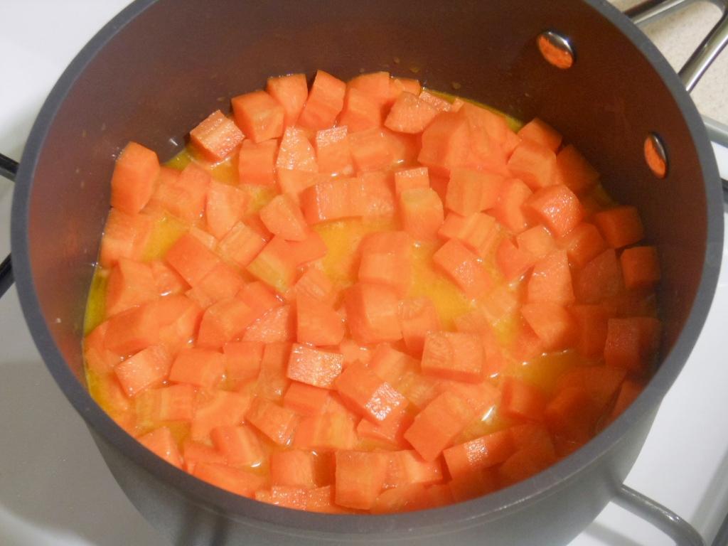 Duszenie marchewki