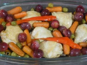 Pikantny kurczak z winogronami i oliwkami