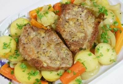 Karkówka pieczona z warzywami w rękawie