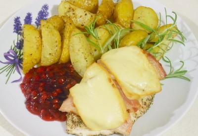 Filet z kurczaka zapiekany pod boczkiem i serem