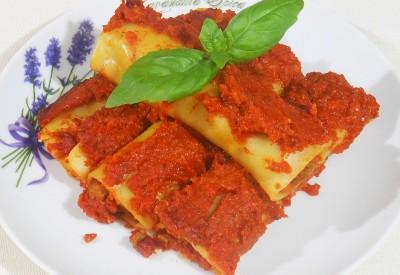 Cannelloni z mięsem i sosem pomidorowym