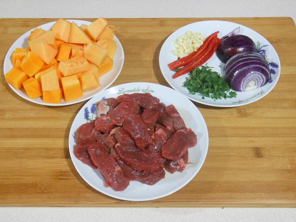 Pokrojone warzywa i wołowina