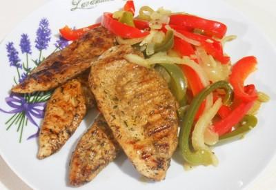 Grillowany filet z kurczaka z fenkułem i papryką