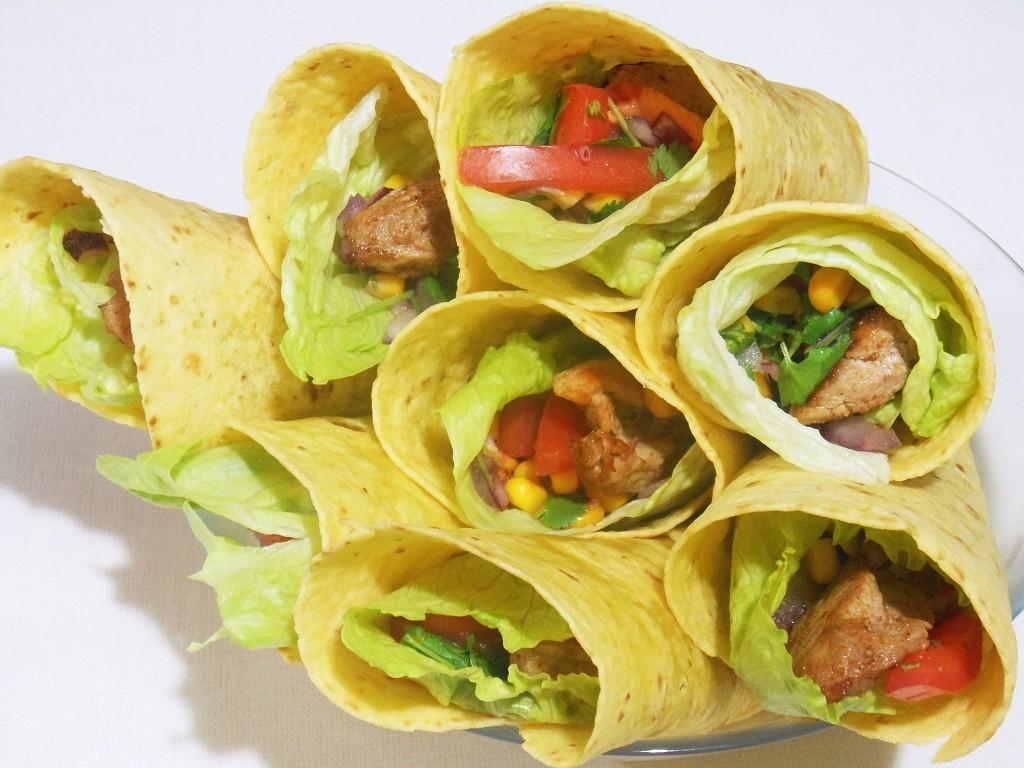 Tortilla z polędwicą wieprzową i warzywami
