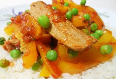 Potrawka z polędwicy z papryką i pomidorami