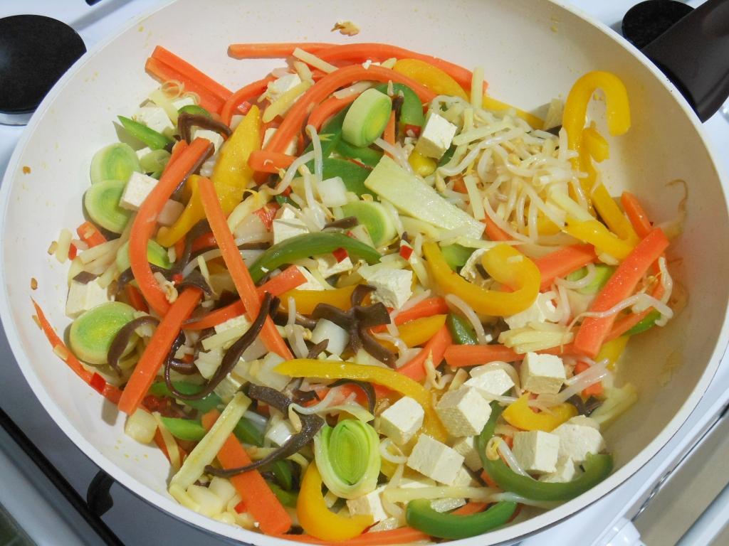 ...potem pozostałe warzywa i tofu