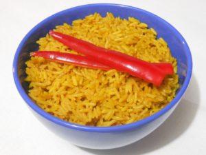 Smażony żółty ryż