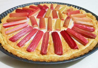 Słodka tarta z rabarbarem