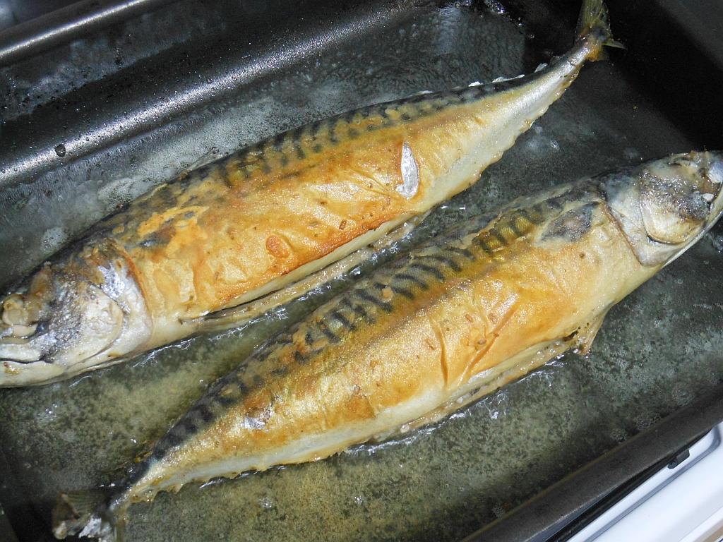 Ryby najpierw lekko podsmażamy...