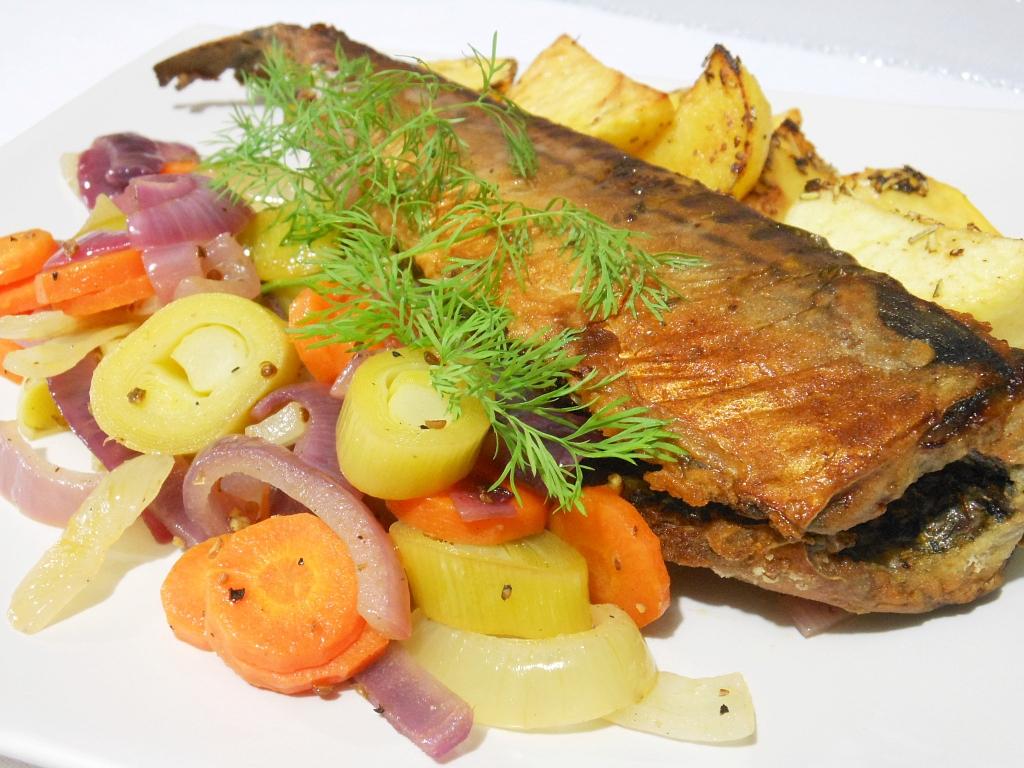 Pieczona makrela z warzywami