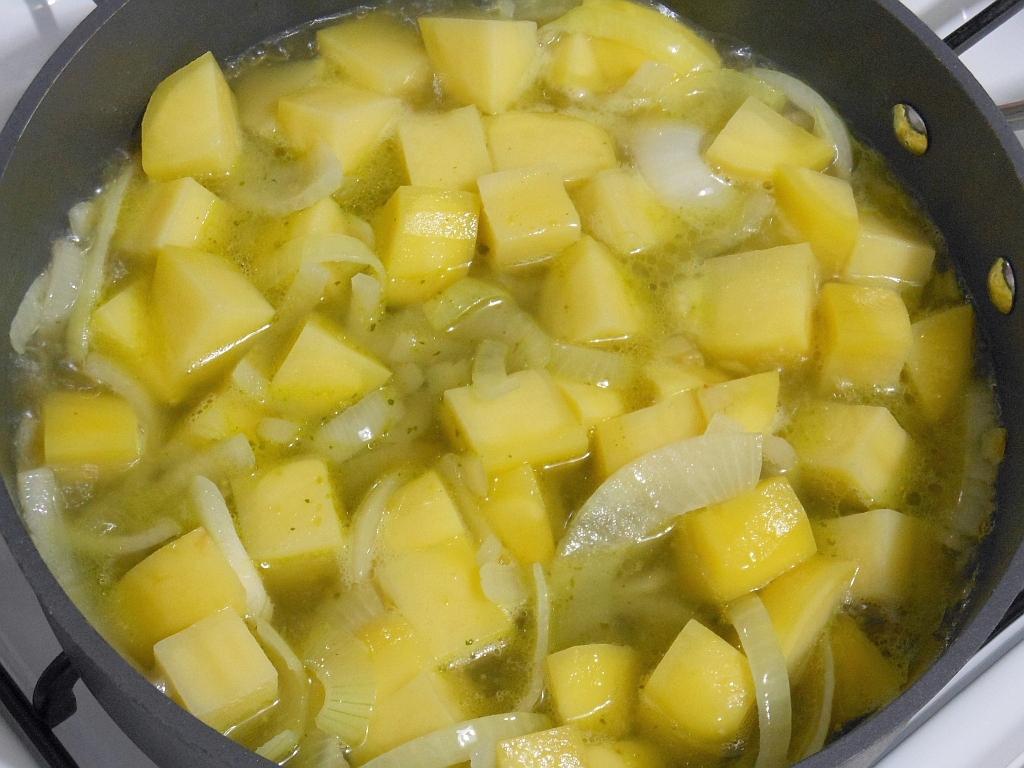 ...po 15 min. dodając jabłka i przyprawy