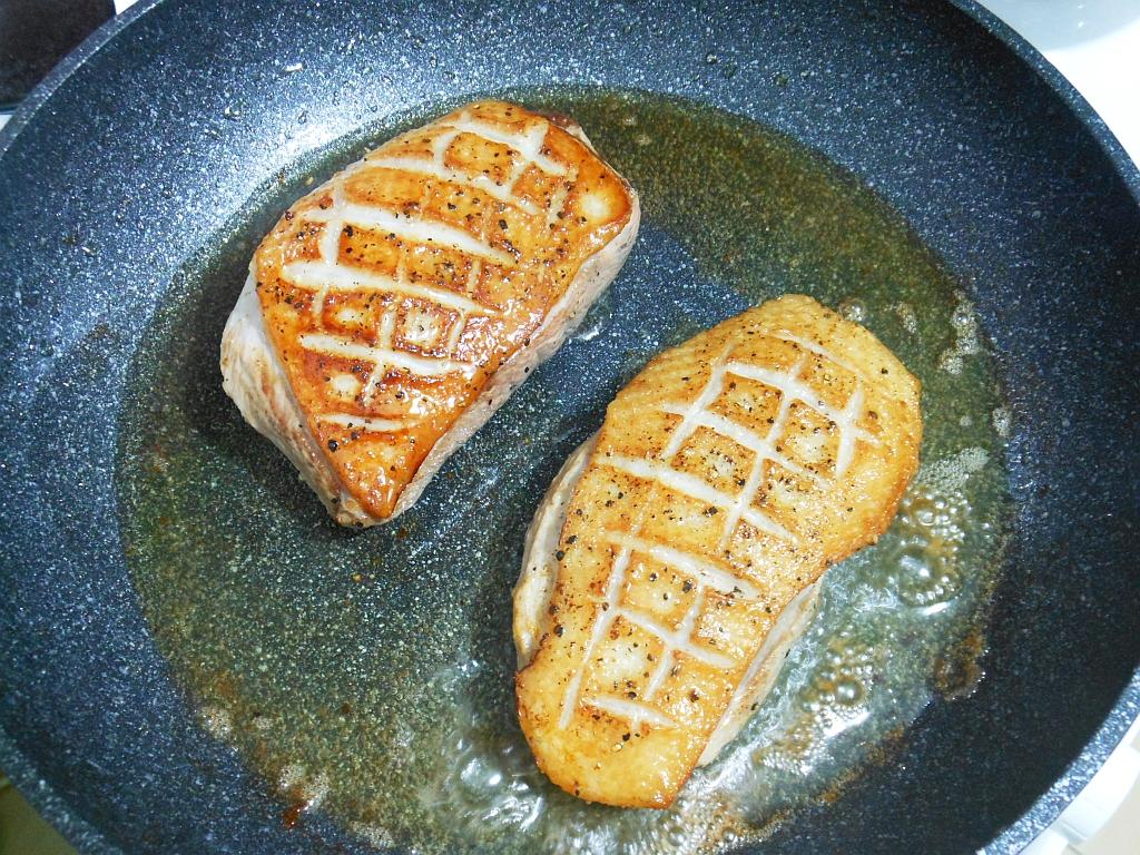 Filety z kaczki obsmażamy...