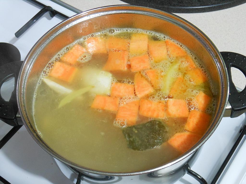 ...i wraz z batatami dodajemy do zupy
